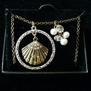 Jewelry - Genuine freshwater pearls and faux shell necklace